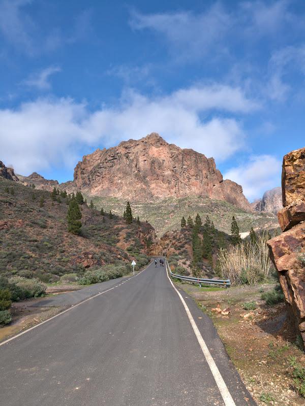 Drum intins, printre turnuri vulcanice spectaculoase.