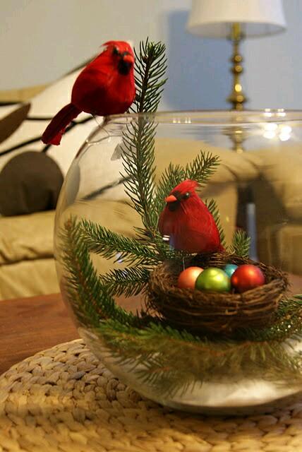 Crea hermosas decoraciones navide as usando peceras - Decoracion navidena con pinas ...