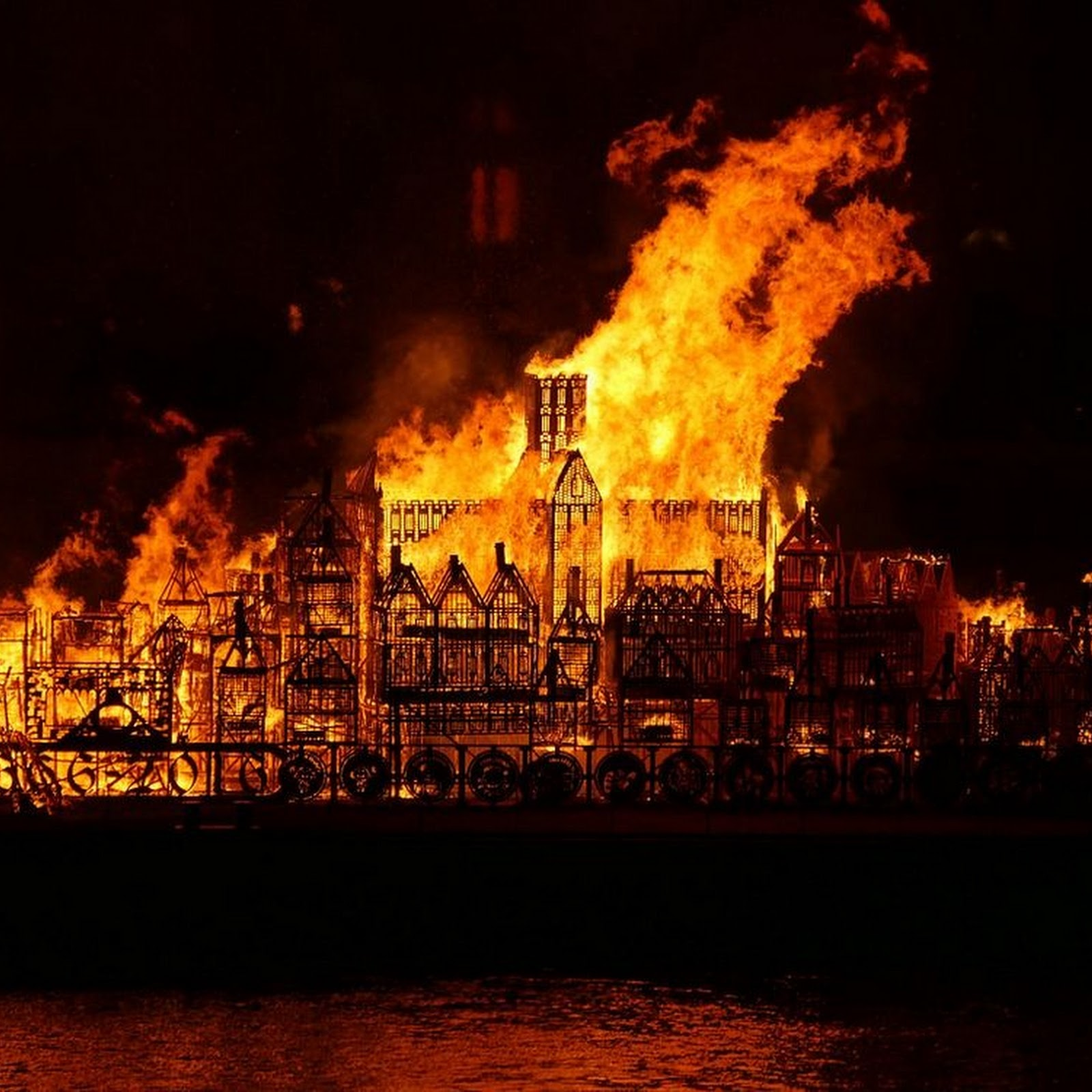 Londoners 'Celebrate' Great Fire By Setting Wooden Model on Fire