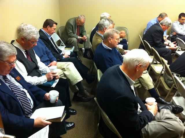 Мужчины на классе воскресной школы