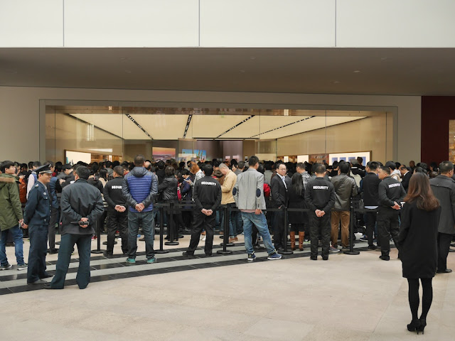 crowd at the opening at the SM Lifestyle Center Apple Store in Xiamen, China