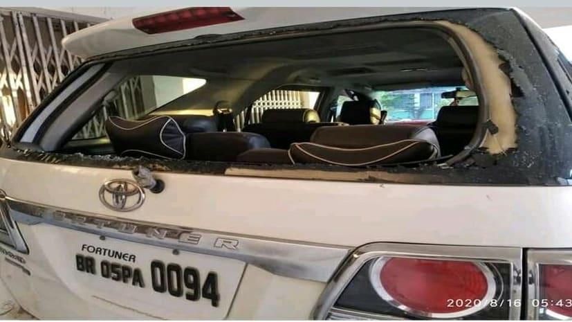 चिरैया के पूर्व विधायक की गाड़ी पर हमला, अंगरक्षक सहित चार घायल