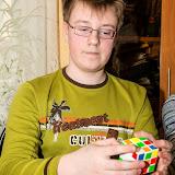 Пока Валера Минкин рассказывал о чудо-головоломке, он не выпускал из рук кубик Рубика, а его пальцы так и мелькали, переставаляя грани кубика с места на место ))