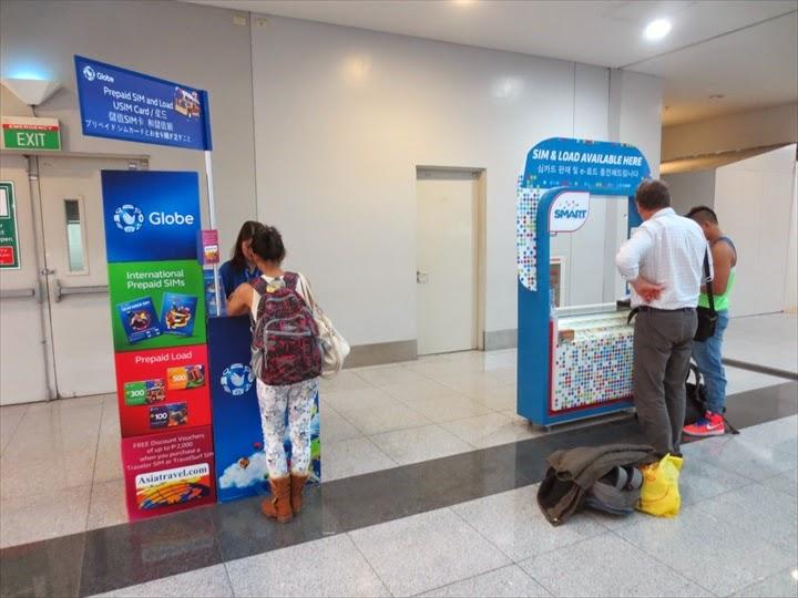 この写真はフィリピン出国時にあった(ターミナル3の)SIM販売ブースです