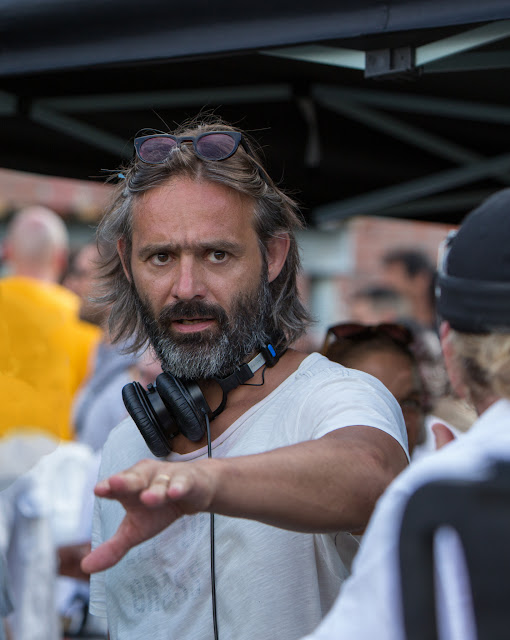 Director Baltasar Kormákur on the set of 2 Guns