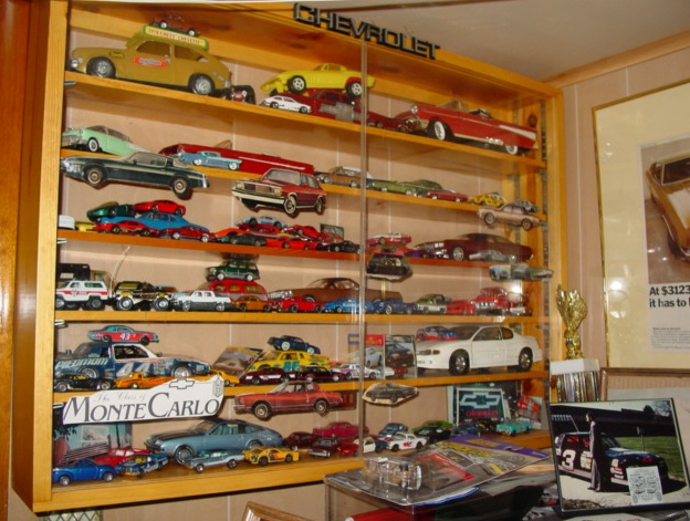 My dealer promo models & display cases ModelCars_DisplayCase_WallMounted_ROUGH