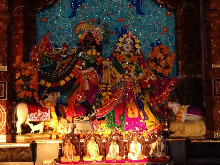 ISKCON Nigdi Deity Darshan 06 Jan 2016 (18)