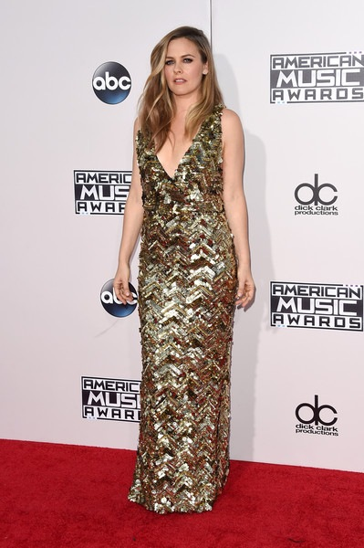 Alicia Silverstone attends the 2015 American Music Awards