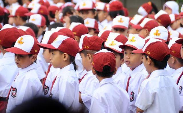 6 Nostalgia Dihari Pertama Sekolah ini Bikin Kamu Senyum Sendiri