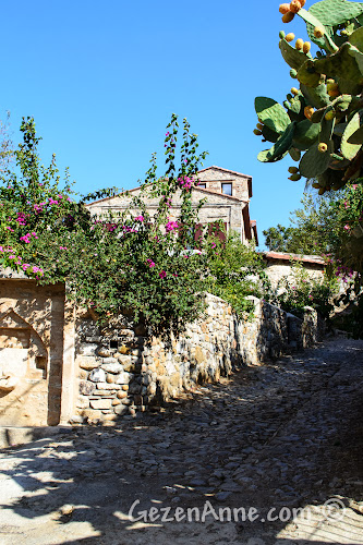 Eski Datça'nın taş sokakları ve taş evleri