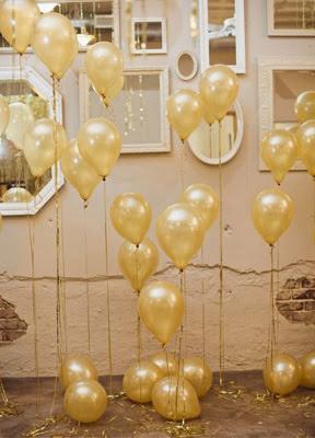 Decoração com balões dourado