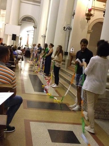 Un momento della veglia di preghiera nel Duomo di San Donà
