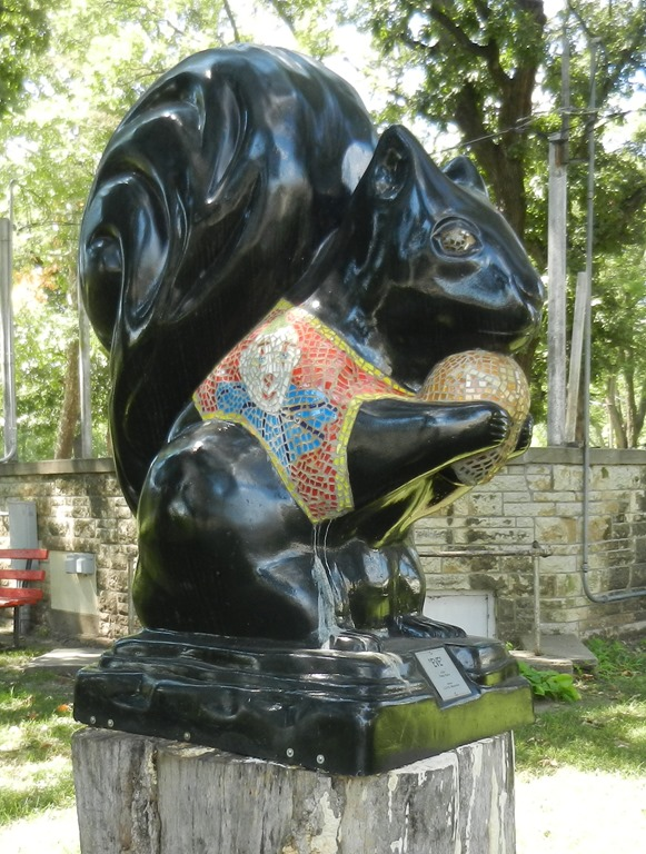 [2018-09-17b+Kansas%2C+Marysville+-+Black+Squirrel+Statues+%288%29%5B1%5D]