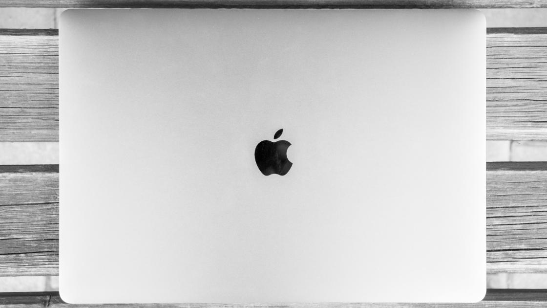 मैकबुक लैपटॉप कंप्यूटर