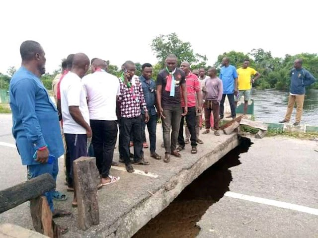 Commuters Left Stranded As Heavy Flood In Bayelsa Cuts Of The Only Bridge Linking Ogbia, Nembe And Brass LGA To The State's Capital, Yenagoa