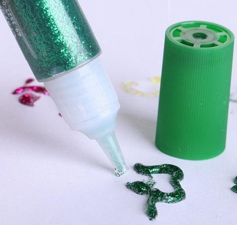 Bộ Keo Vẽ Ánh Nhũ 9 màu Crayola tẩy rửa được phù hợp với trẻ trên 3 tuổi