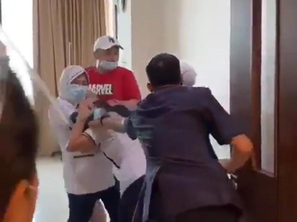 Perawat RS Siloam Diminta Sujud, Lalu Ditendang Keluarga Pasien