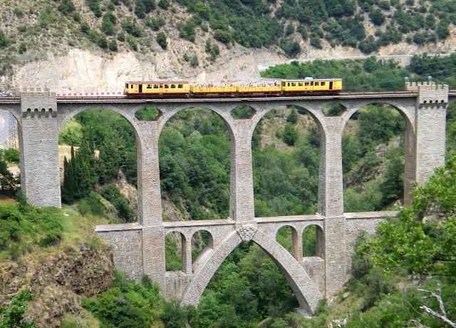 поезд Jaune