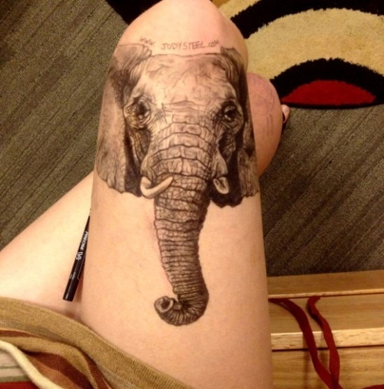 3d_incrvel_cabeça_de_elefante_e_o_nome_da_coxa_tatuagem_para_mulheres