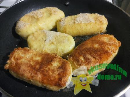 Обжариваем котлеты из картофеля