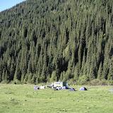 Notre camp (~2300 m), vallée de Kyzyl-Ak-Suu (Semienovka), au nord du lac Issyk-Kul (Kirghizstan), 4 juillet 2006. Photo : F. Michel