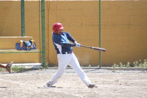 Rogelio Cárdenas de Tiburones en la Liga de Beisbol de Salinas Victoria