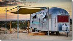 trailer-americano-no-deserto
