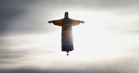 Jēzus lidinās virs Austrālijas