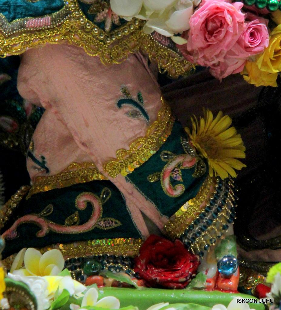 ISKCON Juhu Sringar Deity Darshan on 25th Oct 2016 (14)