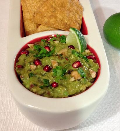 Guacamole,granat,orzechy włoskie,awokado,chipsy tortilla