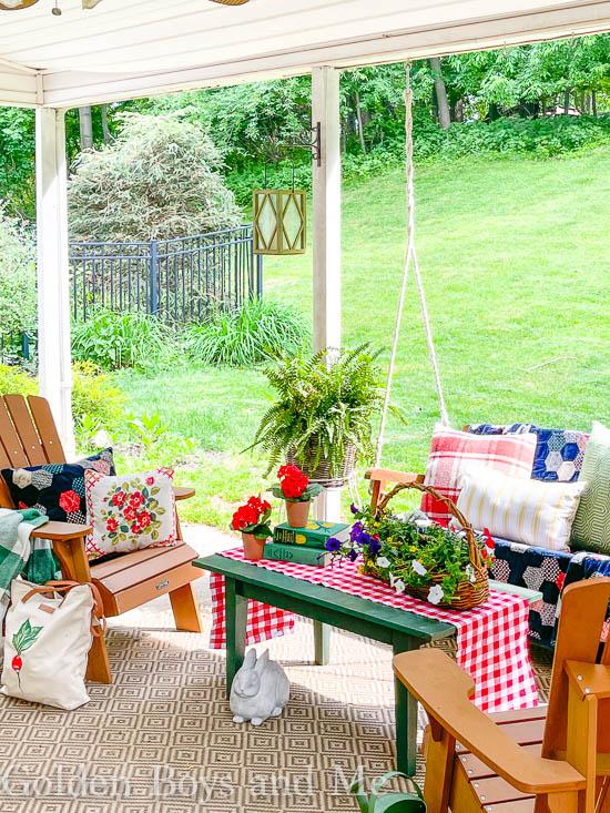Covered patio with summer decor - www.goldenboysandme.com