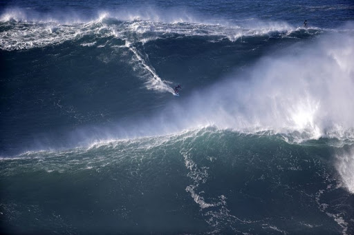 Nazare-big-onde-4