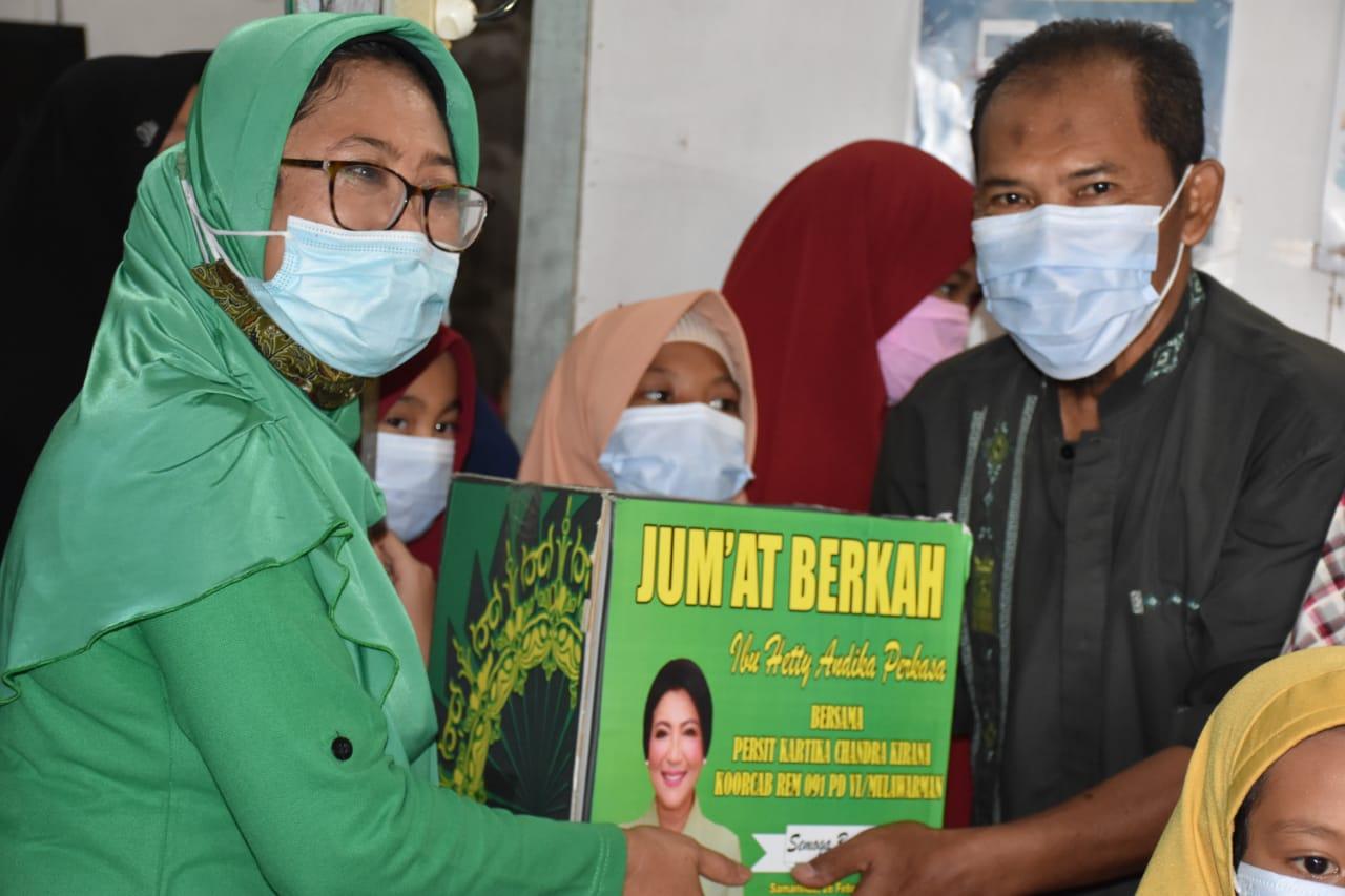 Jumat Berkah, Ketua Umum Persit KCK Hetty Andika Perkasa Vicon Zoom dengan Persit KCK Koorcab Rem 091 PD VI/MLW