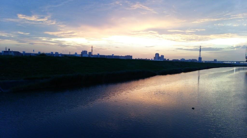 夕焼けの綾瀬川