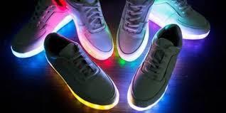 Des chaussures connectées et lumineuses