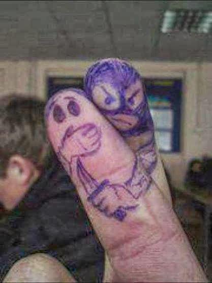 Dedo criminoso rapta dedo inocente