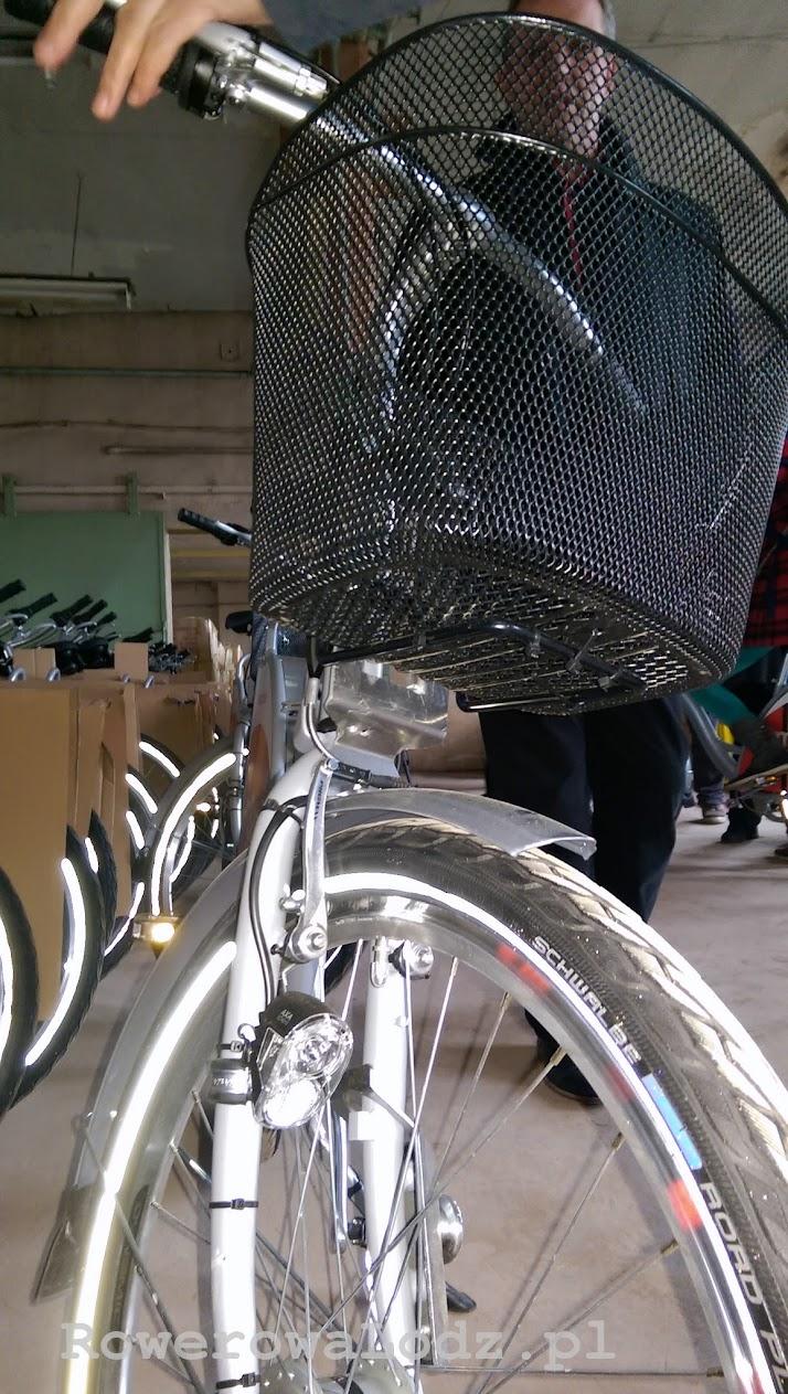 Każdy rower wyposażono w automatyczne oświetlenie - załączające się podczas ruszania
