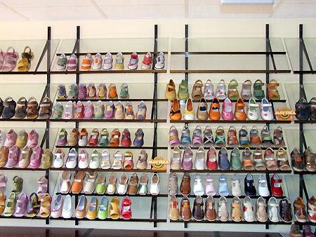 Museo del Calzado de Brea.- Zapatos de artesanía