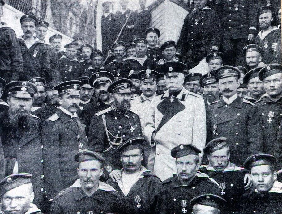 """Герои """"Варяга"""" во главе с командиром крейсера В.Ф. Рудневым в Одессе."""