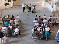 09 a zalai Harangláb népzenei együttes a Limes Galéria hatalmas hajójában.jpg