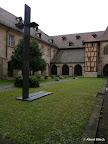 Bamberg, Domkreuzganggarten - Kapitelsgrablege - Gestaltung, Bronze und Stein