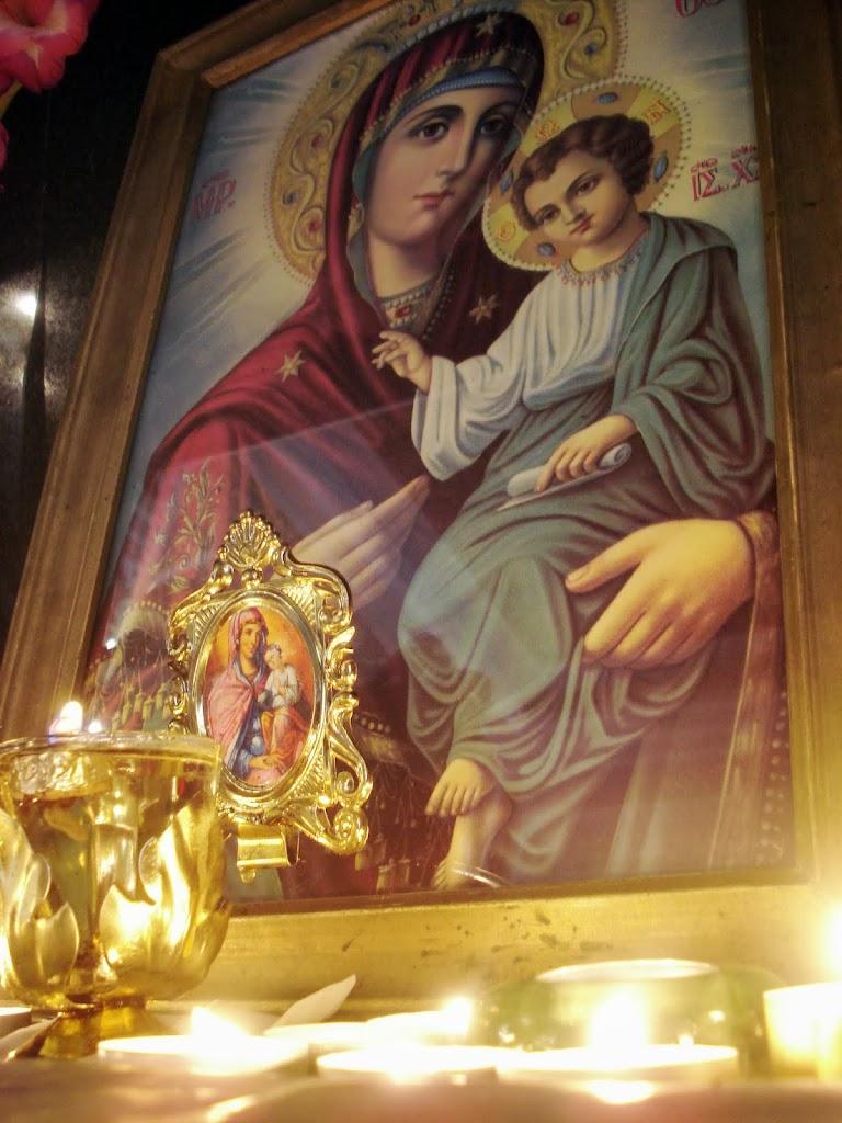 Multa lumina in jurul Maicii Domnului