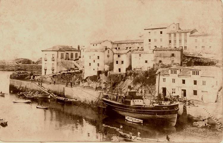 Tapia de Casariego. El vapor PITAS varado. Foto del autor.jpg