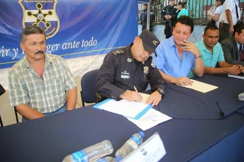 PNC de Chalatenango recibe donación de terrenos