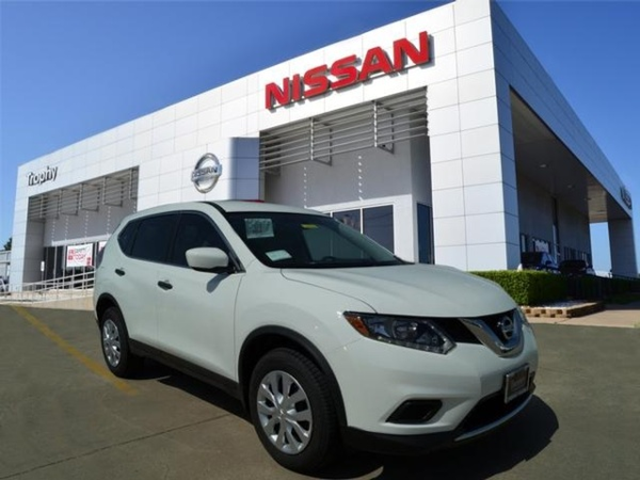 A white 2016 Nissan Rogue FWD S. Photo: Nissan