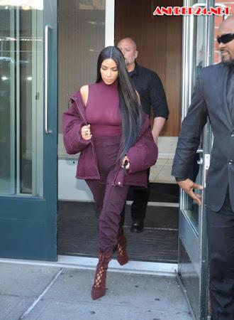 Kim quên nội y khi đi xem show thời trang của chồng