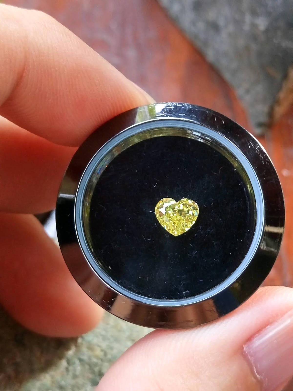Kim cương thiên nhiên màu vàng, giác trái tim đã kiểm định GIA Hoa Kỳ, mã số cạnh 5182638294