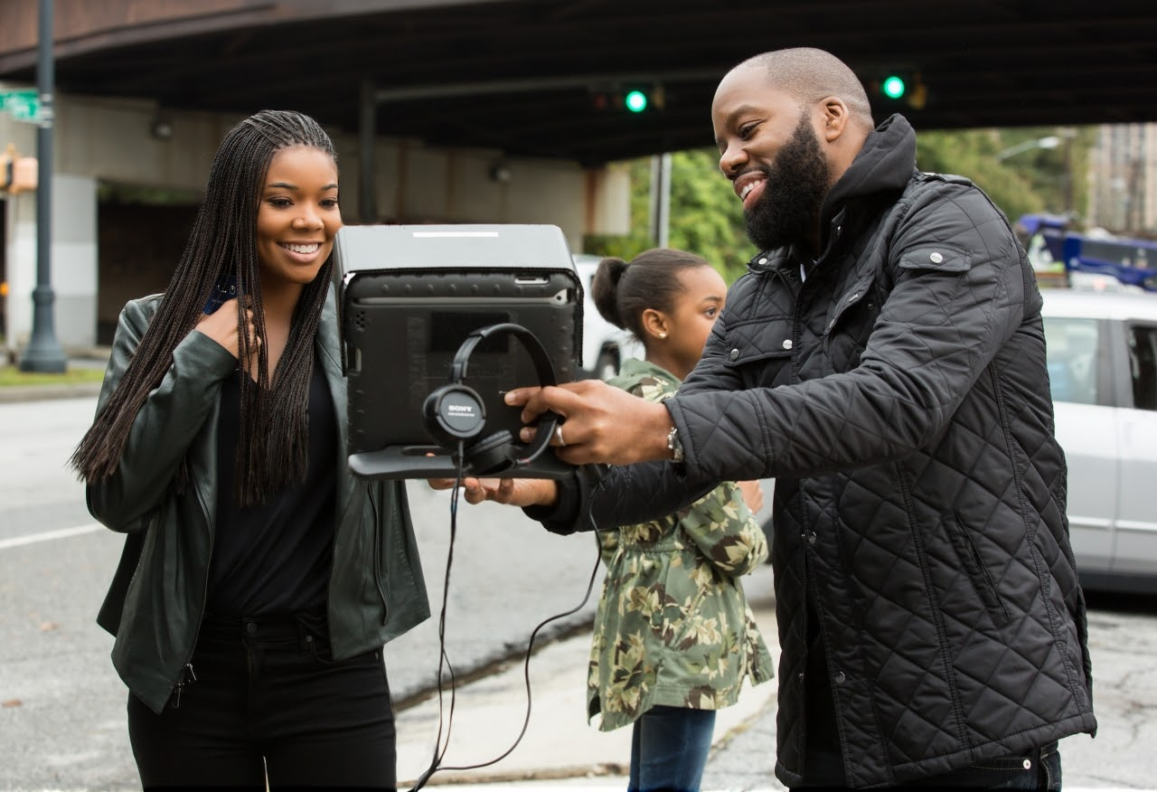 Executive producer Gabrielle Union and writer/director David E. Talbert on the set of ALMOST CHRISTMAS. (Photo by Quantrell D. Colbert / courtesy of Universal Pictures).
