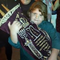 Simkhat Torah 2012  - 576975_3808722259445_1653629407_n.jpg