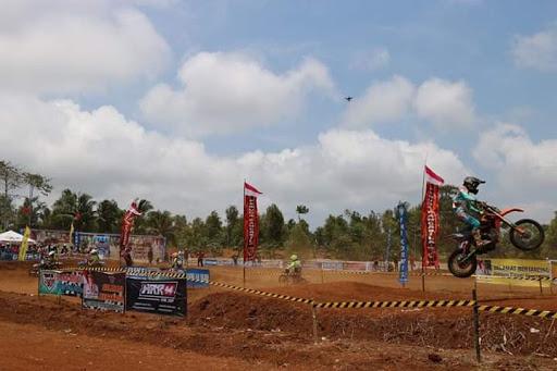 Kejuaraan Motocross dan Grass Track Seri Ke-4 di Sirkuit Cimulek Waluran Sukabumi